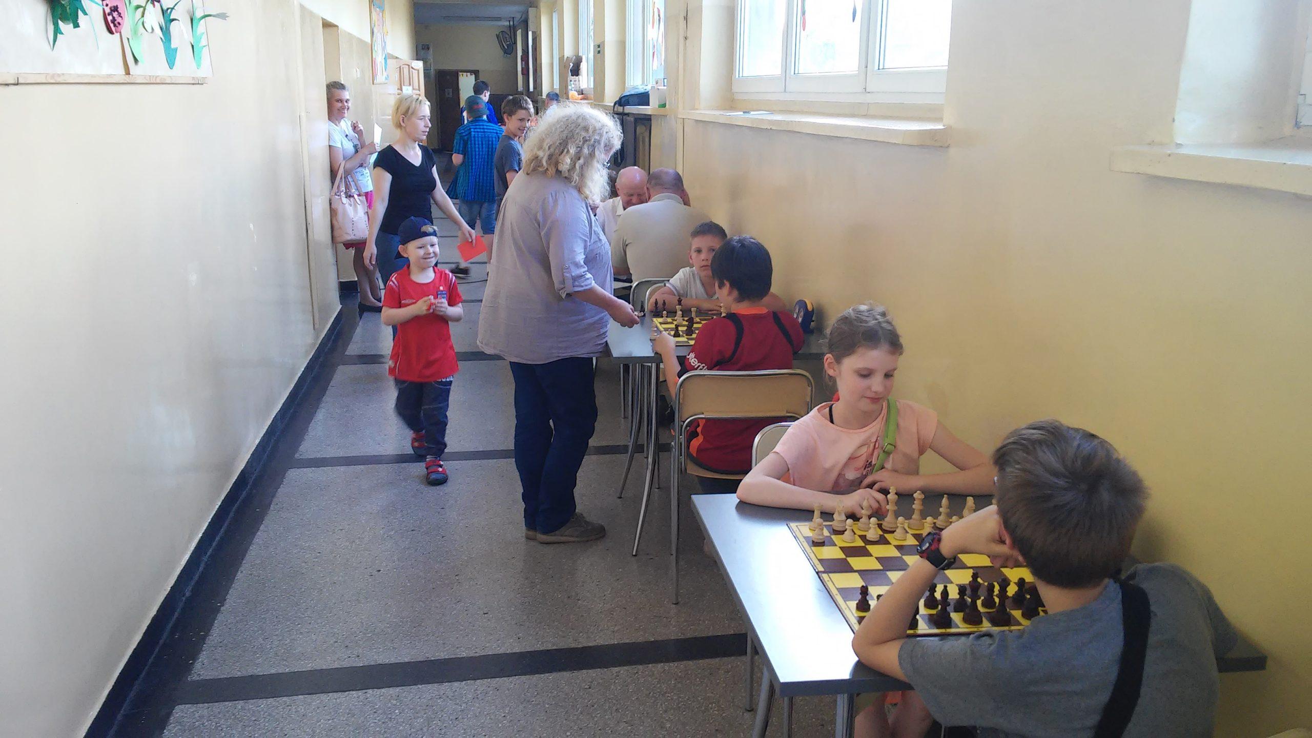 szach 4